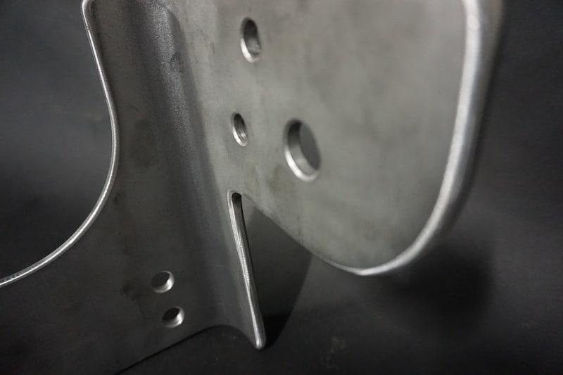 Serijsko metaliziranje kosov za vetrne elektrarne - pred peskanjem.